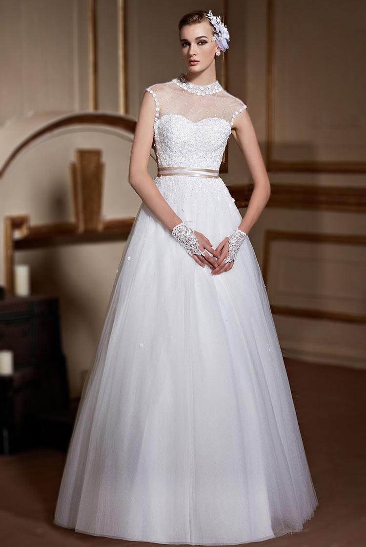 Robe de mariage princesse en tulle embellie de fleurettes & dentelles