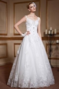 Robe de mariage princesse en dentelle précieuse parée de bijoux sur les bretelles & bustier