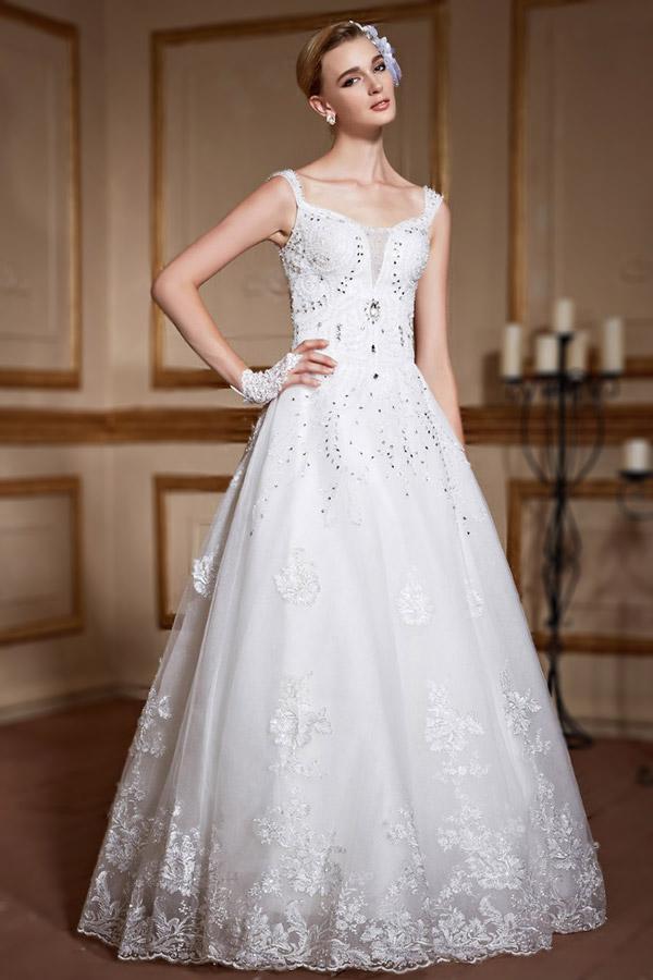 Robe de mariage en dentelle avec bretelles