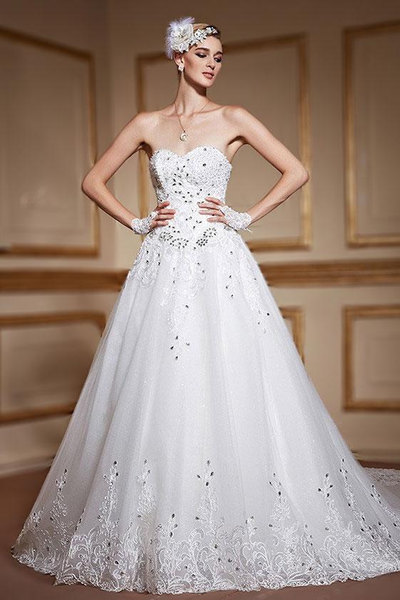 Robe de mariage royale bustier cœur en dentelle de luxe à traîne cathédrale