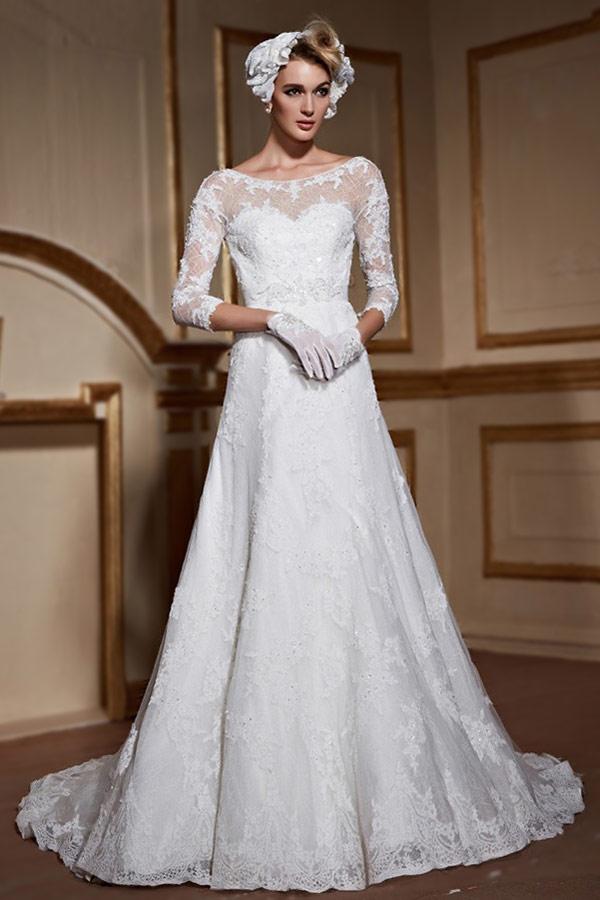 robe de mariée princesse en dentelle appliqué col illusion à manches mi-longue avec traine