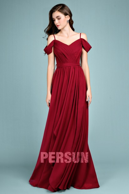 Robe élégante prune fendue pour cortège de mariage femme épaule dégagé