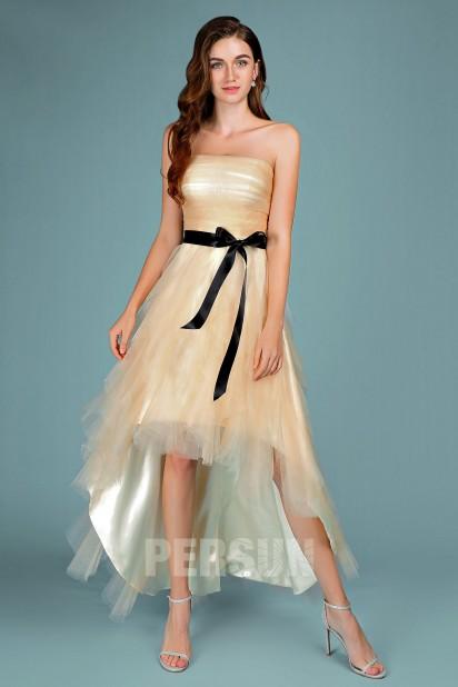 robe de cocktail courte devant longue derrière champagne avec ceinture noire de noeud papillon