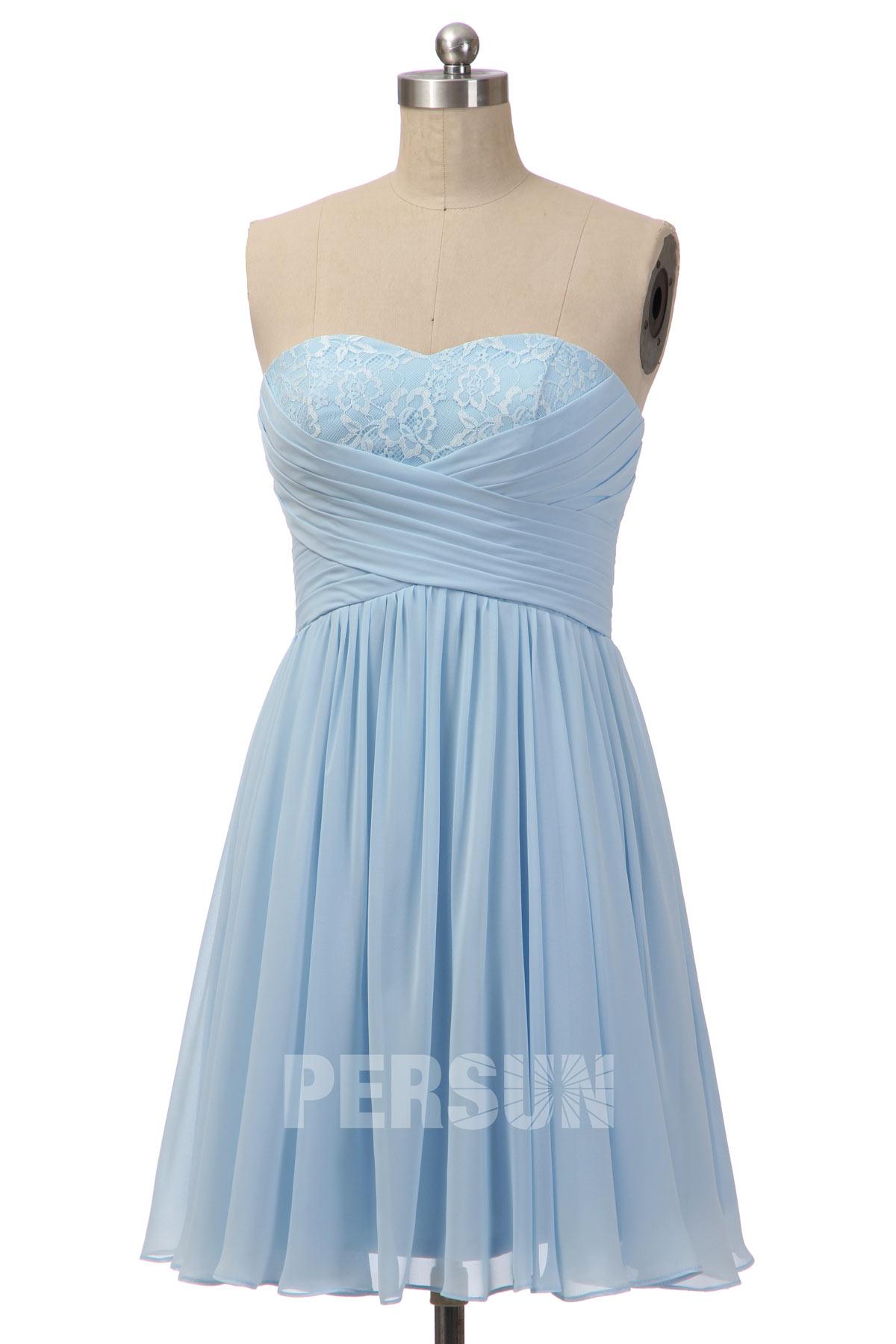 robe demoiselle d'honneur courte bleu bustier plissé embelli de dentelle