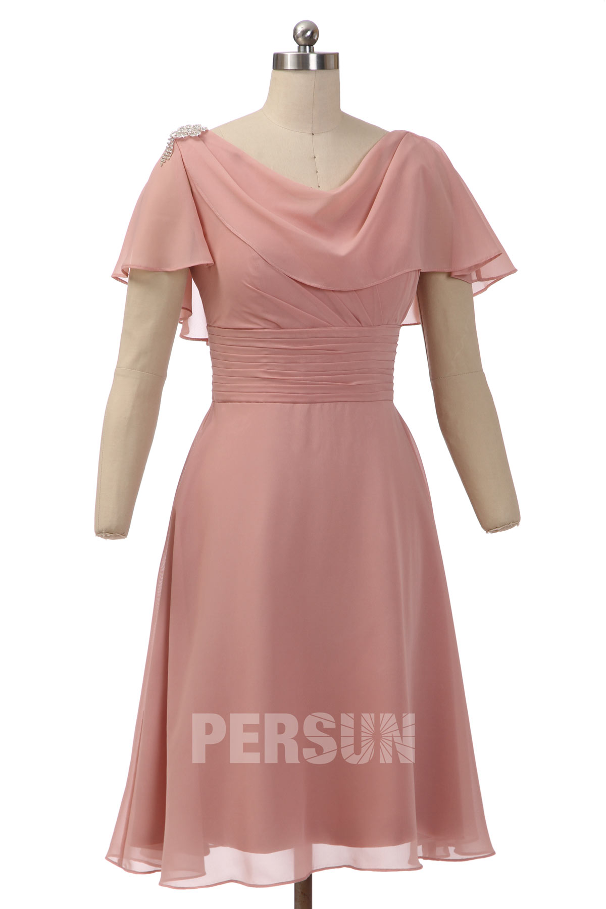 robe de soirée rose courte 2019 en mousseline avec cape orné d'une broche