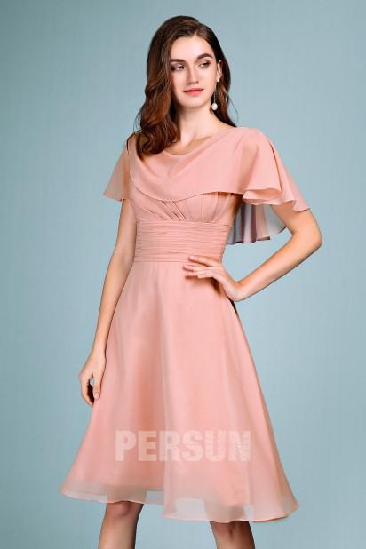 Robe de soirée rose carnation courte avec cape drapé