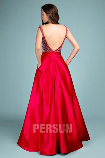 Robe de soirée rouge princesse col V embelli de strass dos nu