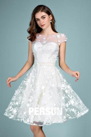 Perrine : Robe de mariée courte chic col illusion en dentelle 3D