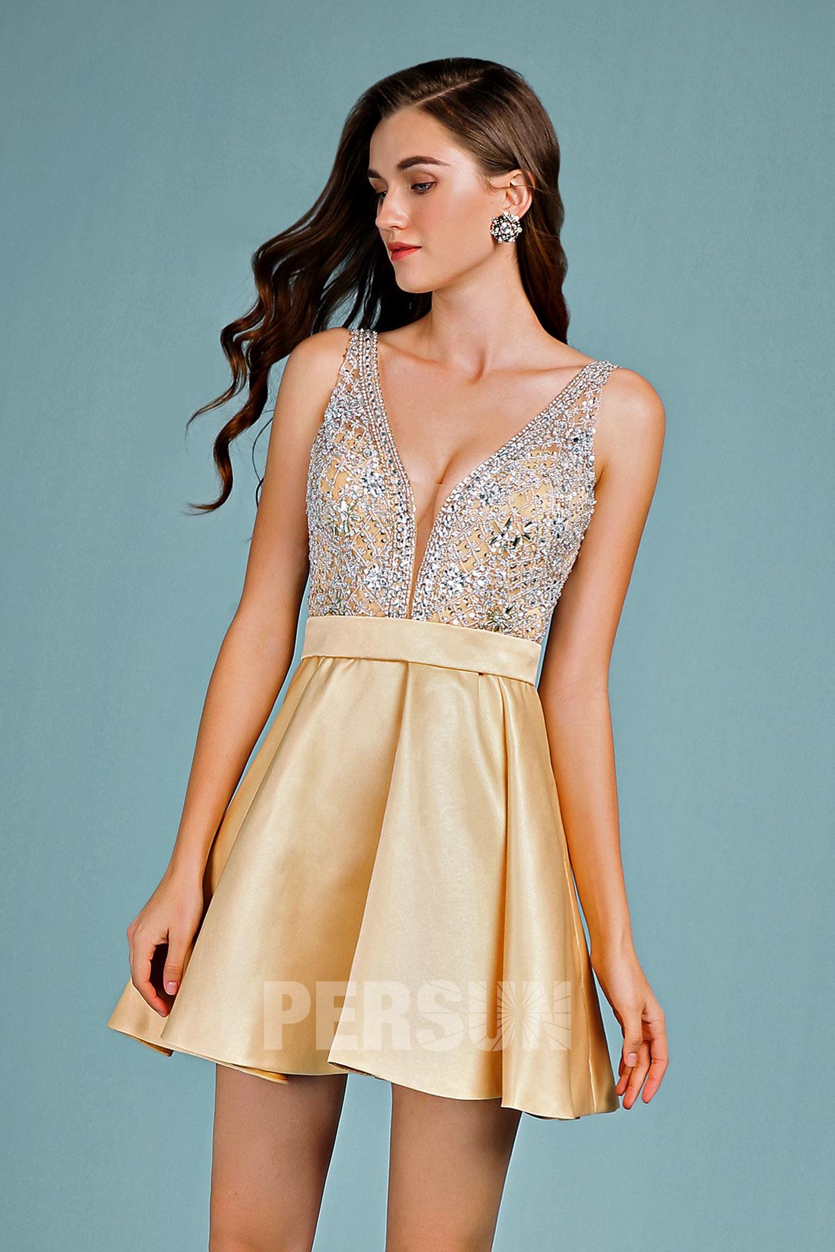 Robe patineuse sexy dorée courte garni de bijoux scintillant