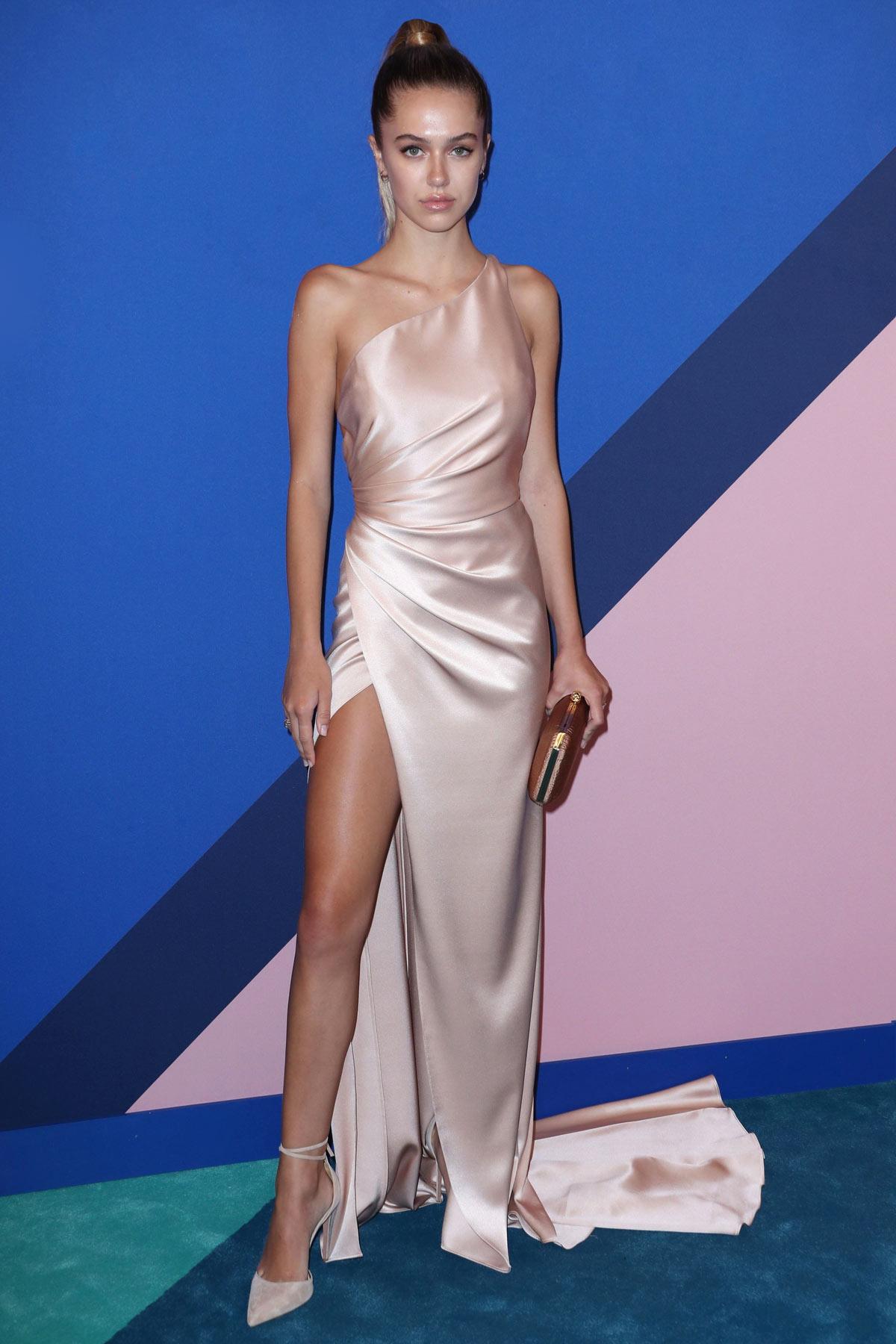 robe de soirée minimaliste asymétrique sexy avec fente