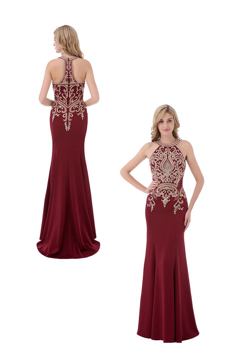 robe de soirée sirène bordeaux col halter embellie de dentelle et bijoux dorés