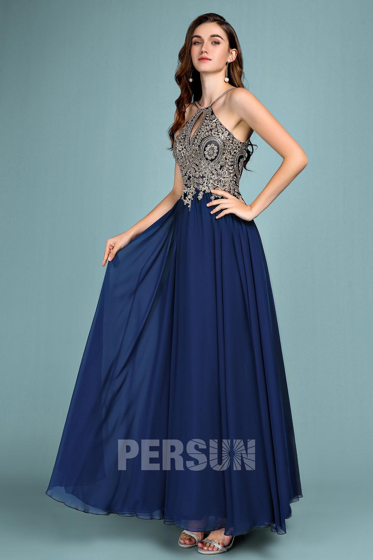 robe de soirée longue bleu classique col halter appliquée de dentelle dorée