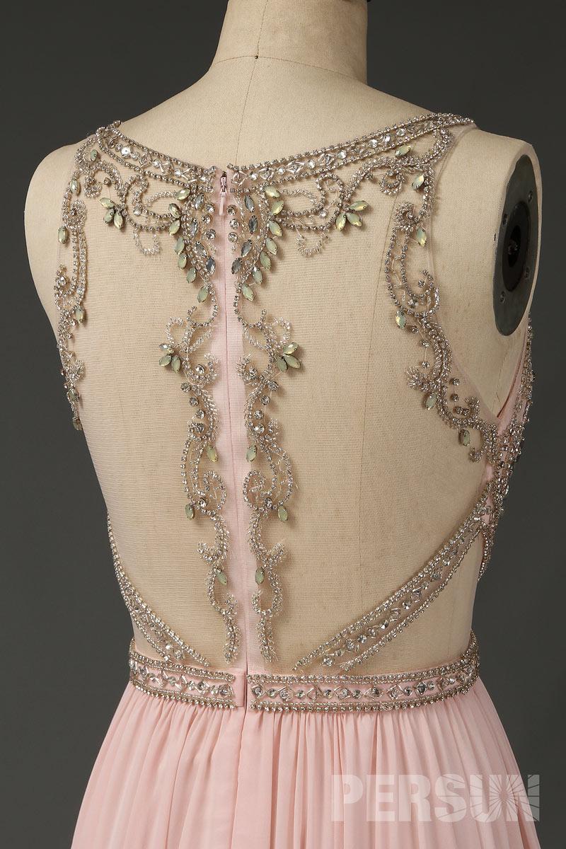 Robe de soirée nude clair embelli de bijoux scintillant