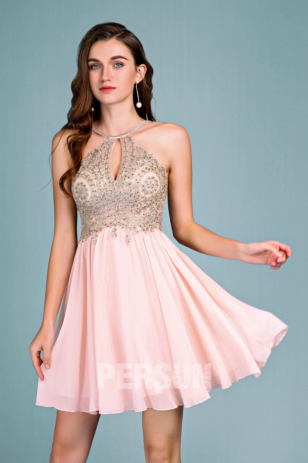 robe de cocktail courte rose pâle col halter bustier découpée embelli de strass