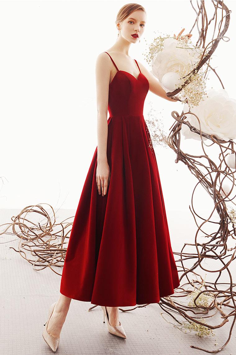 robe bal bordeaux simple en velours bustier coeur à bretelles fines et jupe ample