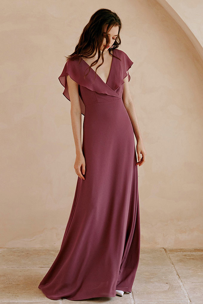 robe demoiselle d'honneur vin longue col v plongeant avec manche à volant