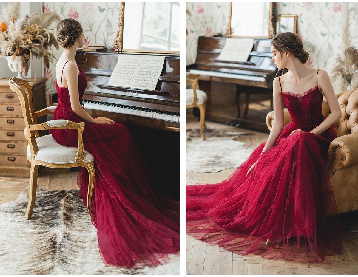robe rouge simple pour mariée avec bretelles fines
