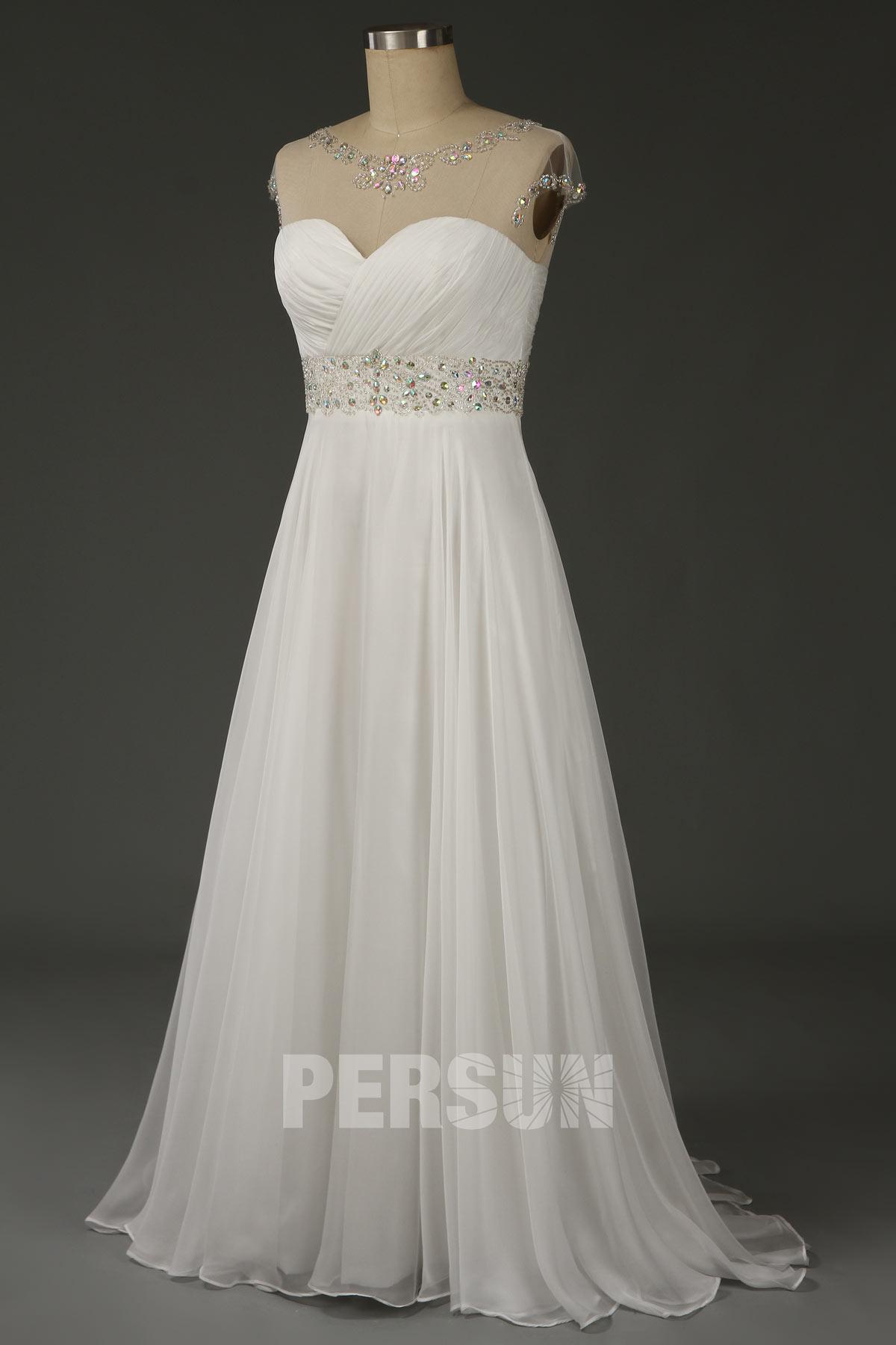 robe de soirée blanche longue col illusion embelli de strass à mancherons