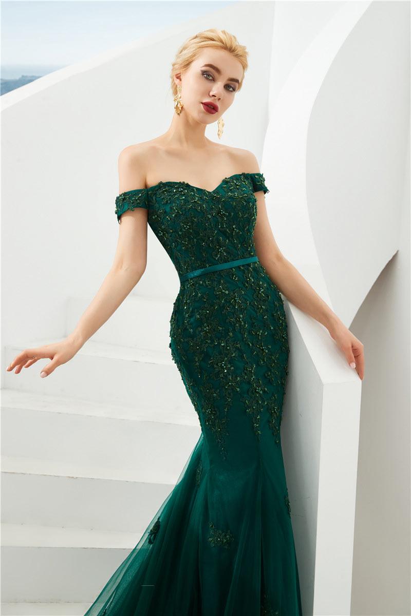 robe de soirée vert foncé sirène col bardot appliquée dentelle florale et bijoux