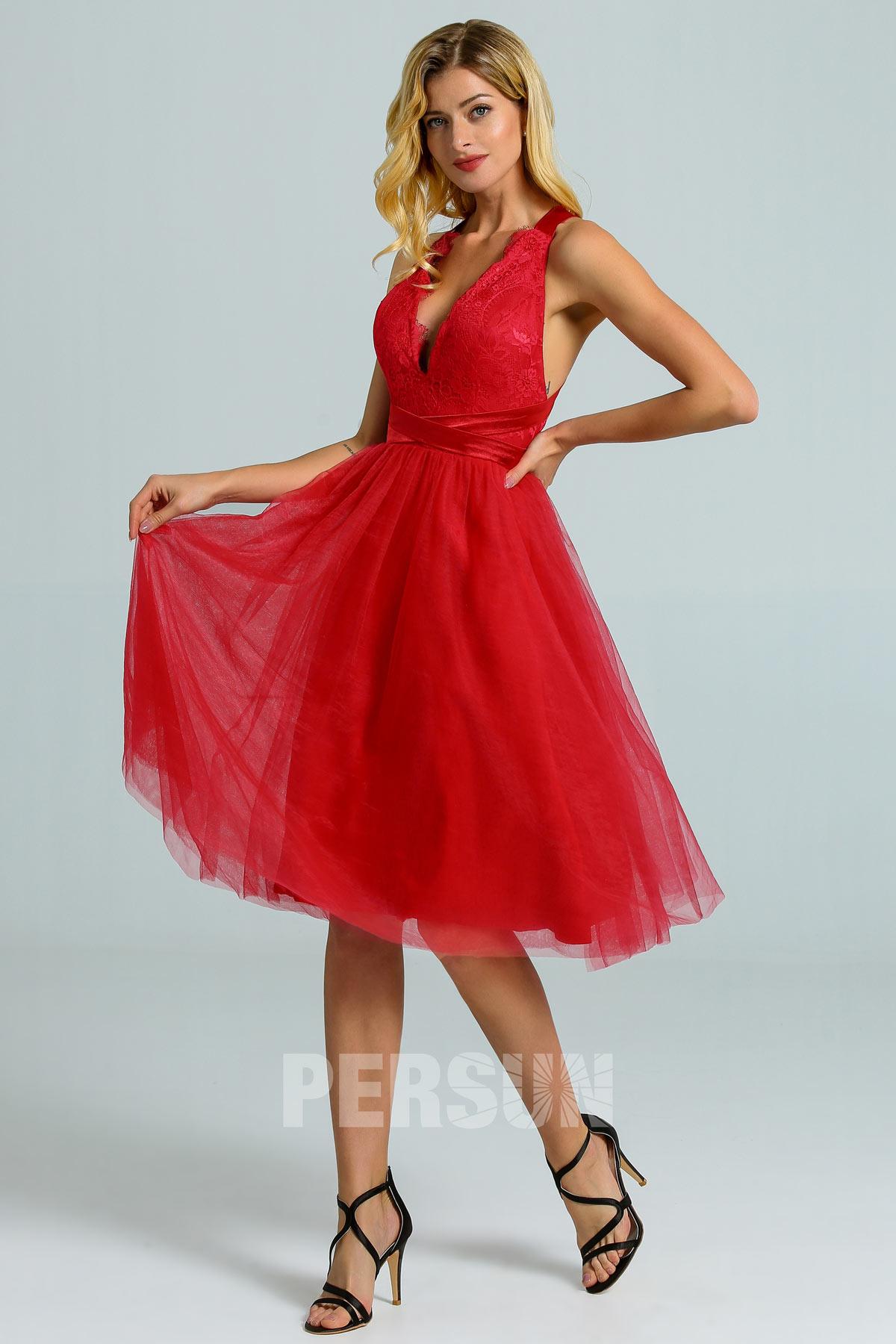 robe demoiselle d'honneur rouge courte décolleté v plongeant festonné