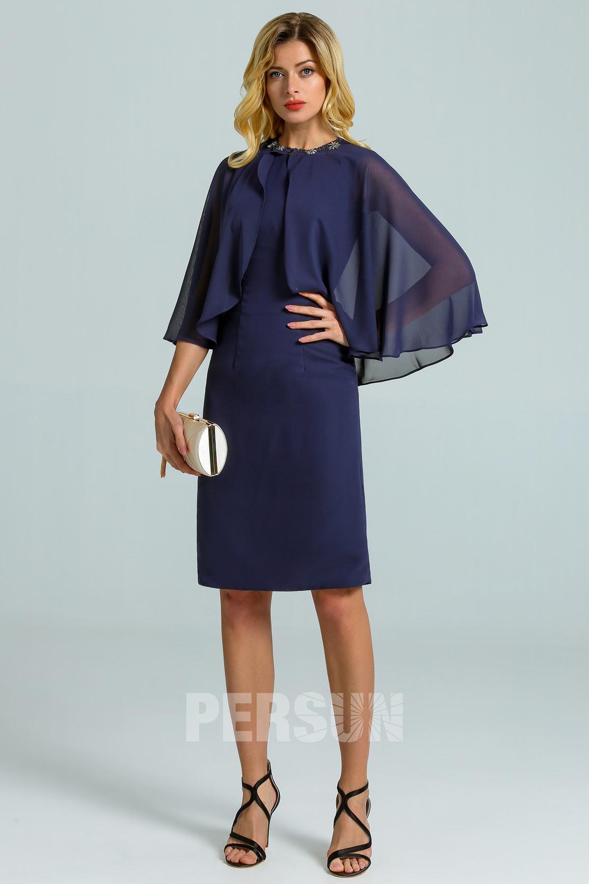 robe de cocktail courte bleu nuit moulante simple avec cape ornée de strass