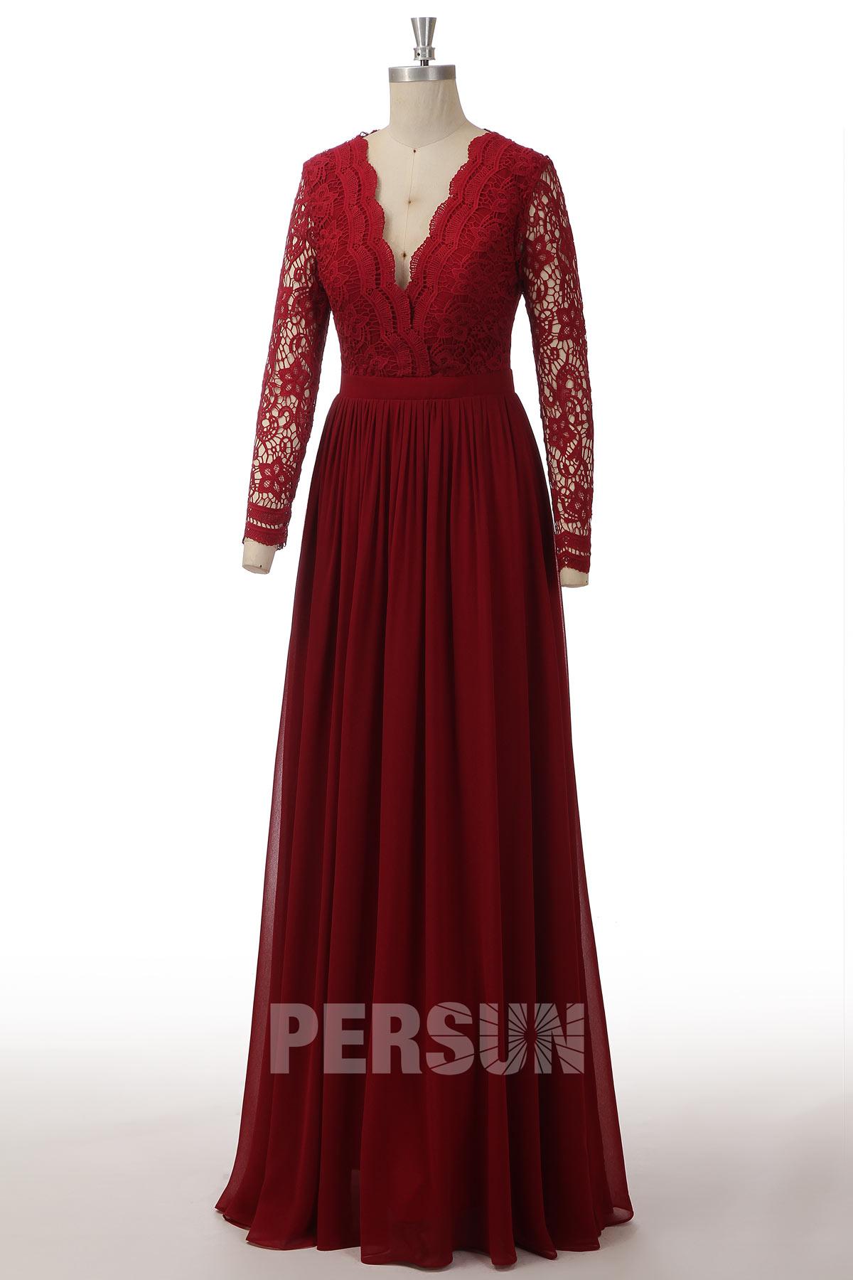 robe de soirée longue rouge bordeaux col v plongeant haut en dentelle à manche longue