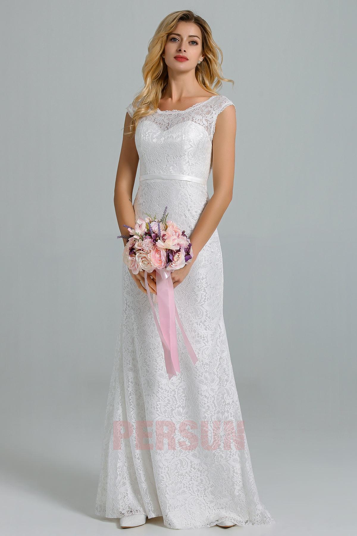 robe de mariée dentelle longue à encolure bateau coupe fourreau