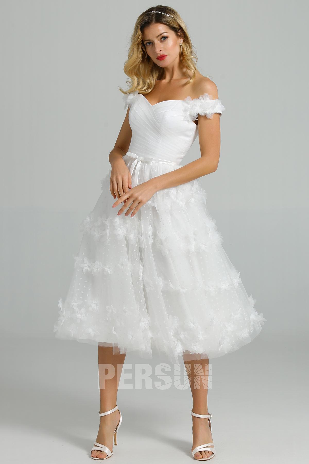 robe de mariée courte plumetis à épaule dénudée jupe fleurs 3D