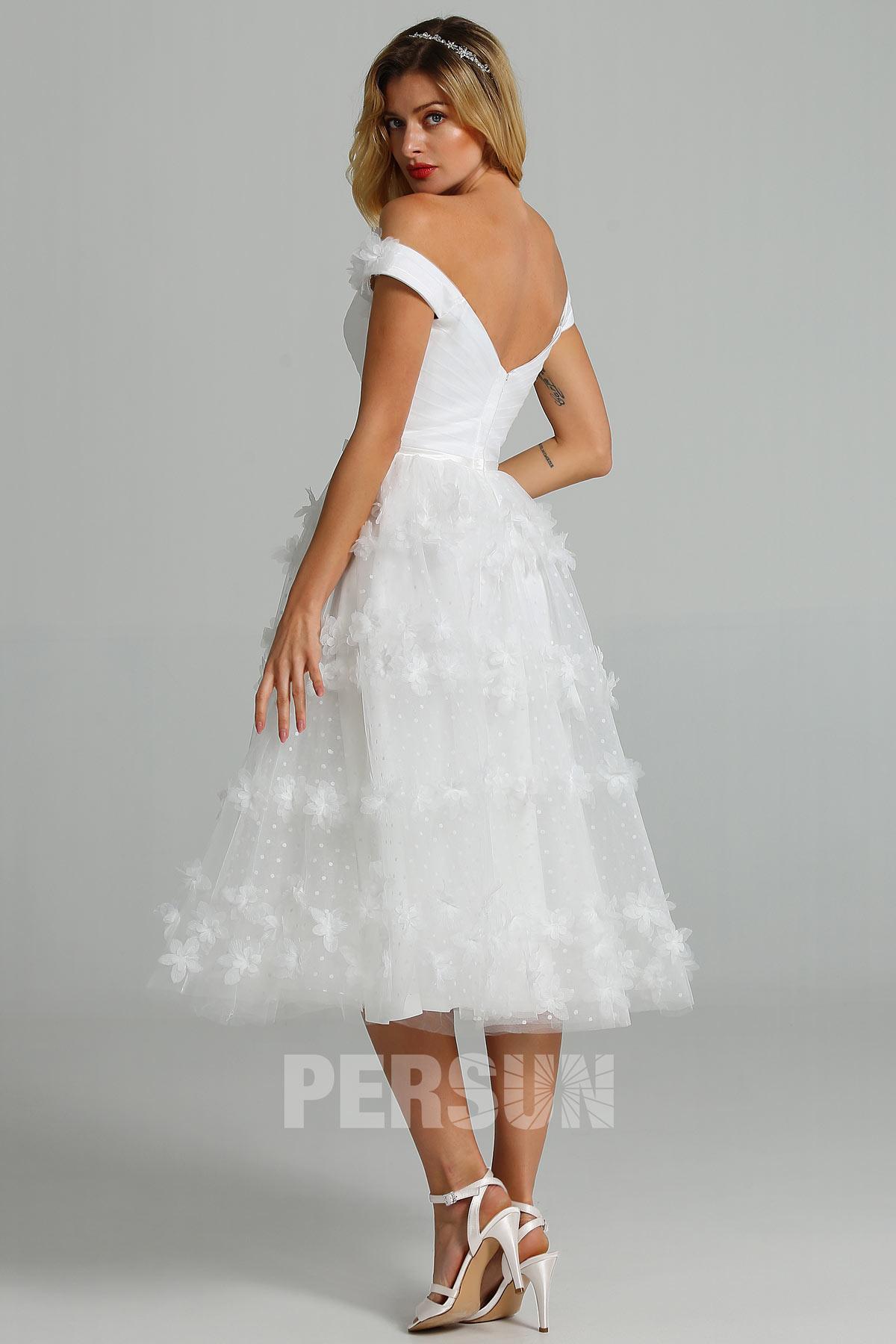 robe de mariée mi-longue épaule dénudée dos ouvert embelli de fleurs 3D