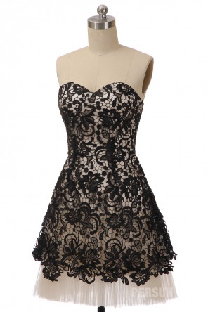 Mini robe de bal bustier coeur en dentelle guipure noir doublure champagne