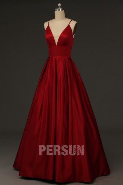 Robe de soirée princesse classe en satin rouge foncé décolleté v plongeant