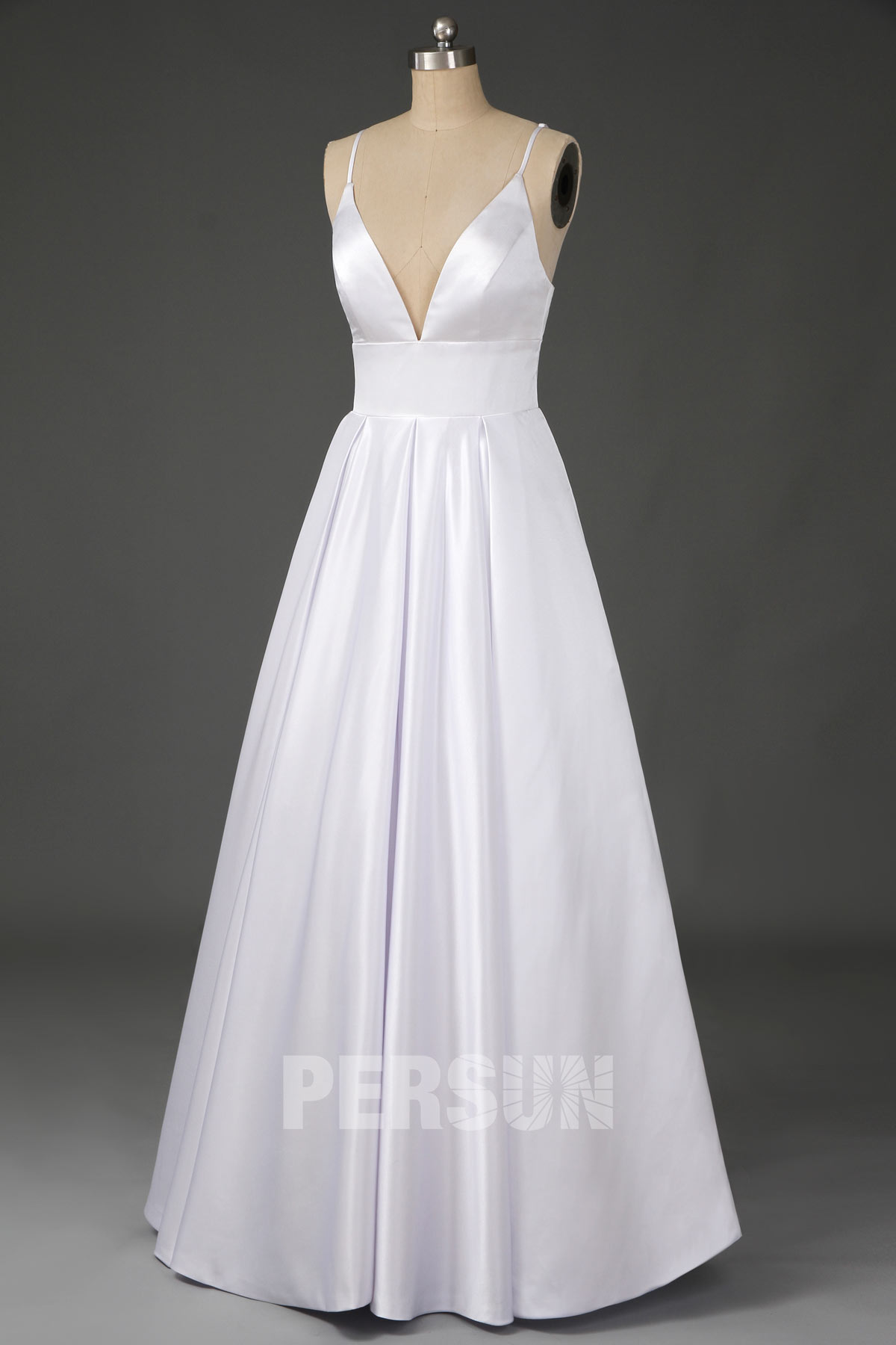 robe de mariée princesse simple empire col v avec bretelle fine en satin