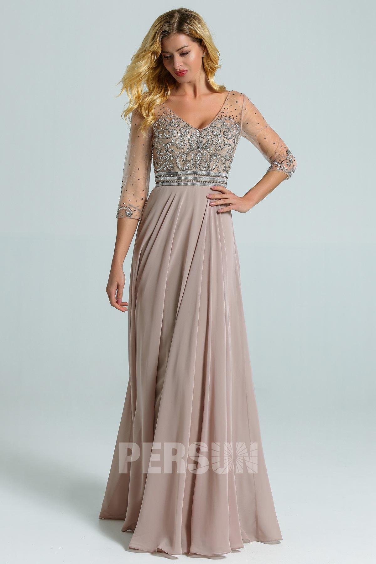 robe de soirée longue taupe grise haut embelli de bijoux à manche mi-longue transparente