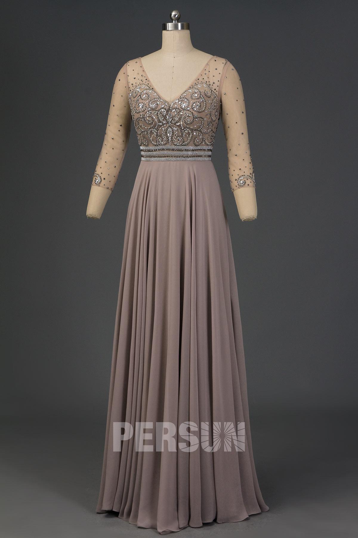 robe de soirée longue taupe grise haut ornée de bijoux col v à manche longue transparent