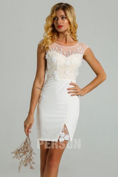 Carla : Robe de mariée civil courte fourreau à bustier dentelle fleurie dos échancré
