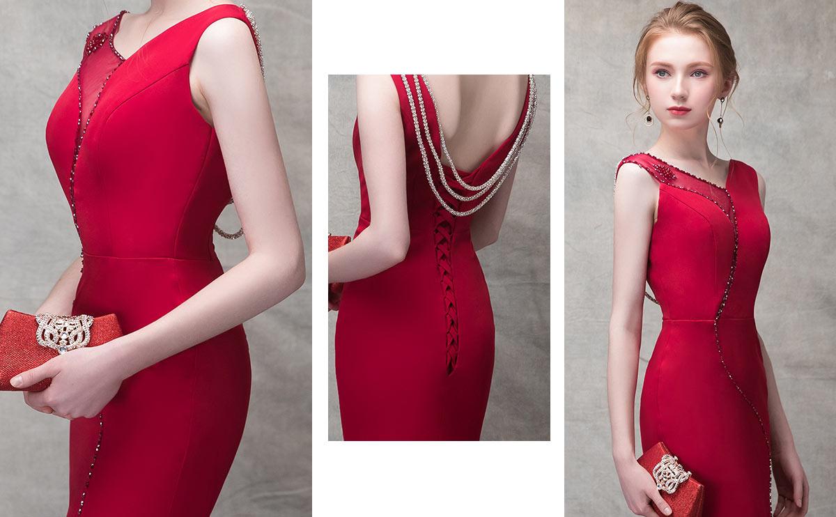 robe rouge habillée avec chaînes de bijoux dans le dos