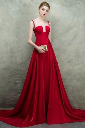 Robe de cérémonie rouge longue fendu à encolure illusion ornée de strass avec traîne chapelle