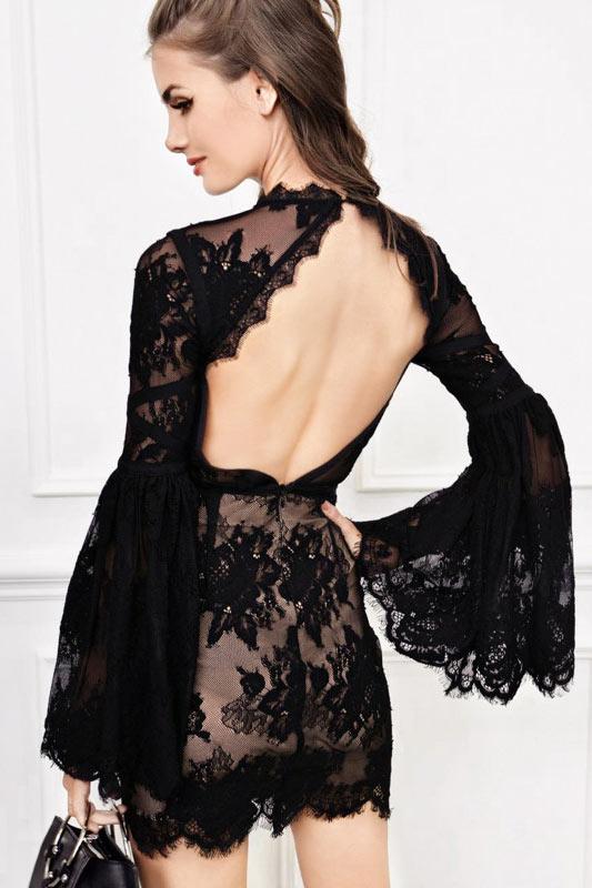 Robe courte noire dentelle dos ouvert à manche évasée longue