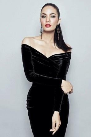 Robe noire épaule dénudé à manche longue pour concert en velours