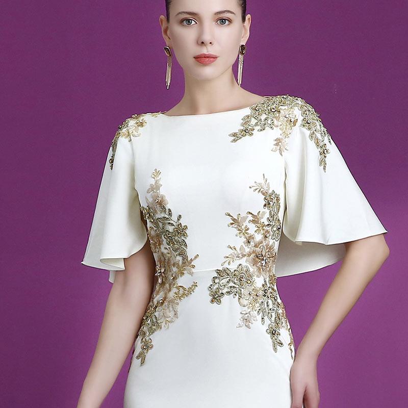 robe de soirée bicolore appliquée de fleurs et bijoux tendance 2019