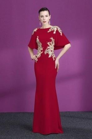 Robe de soirée rouge sirène appliquée avec fausse cape