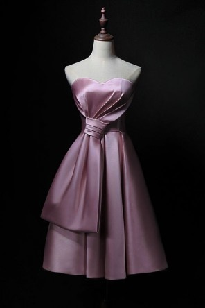 Robe cocktail mariage rose courte bustier coeur avec un grand noeud
