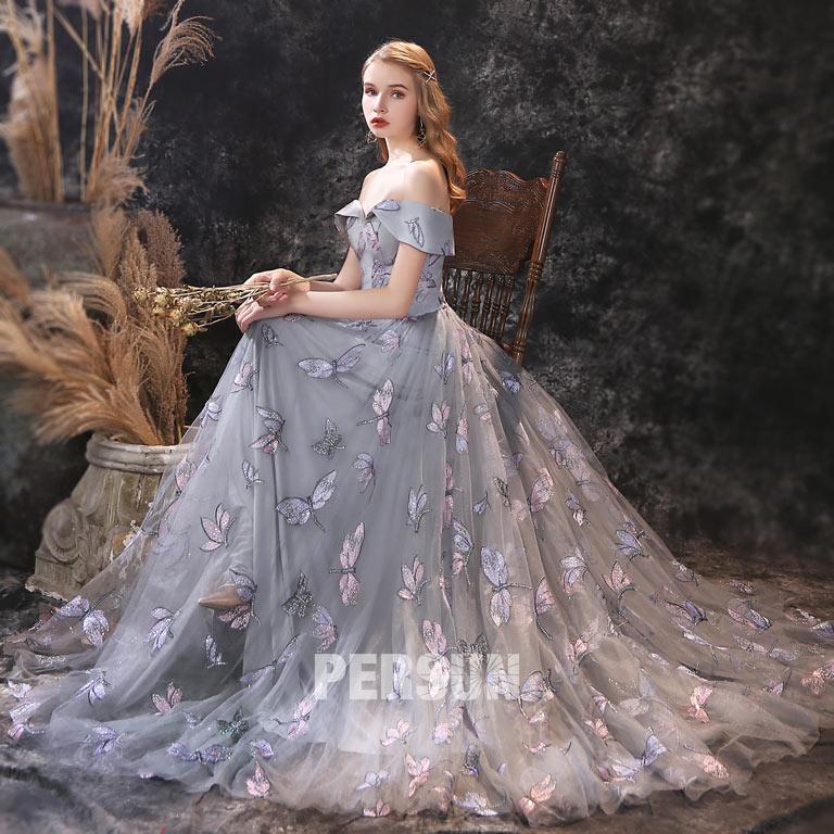 robe de soirée longue bleu gris épaule dénudée détails libellule