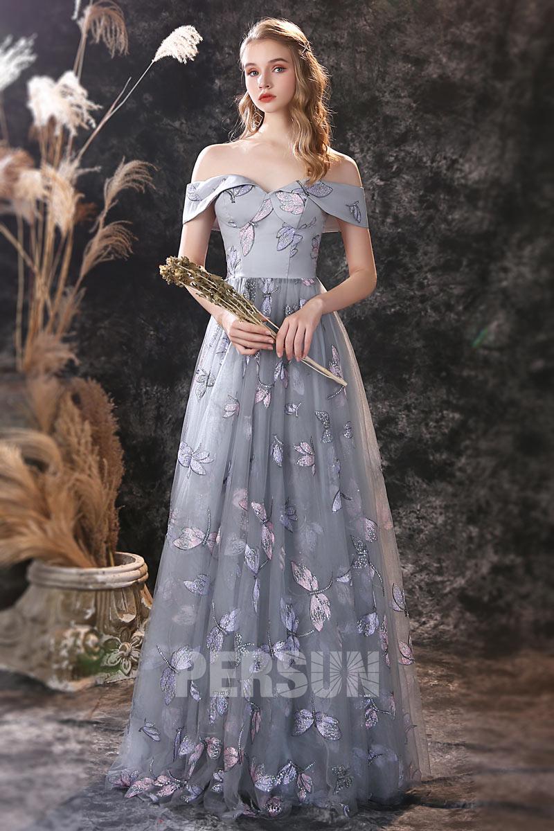 robe mariage invité grise col bardot brodé de papillon et libellule