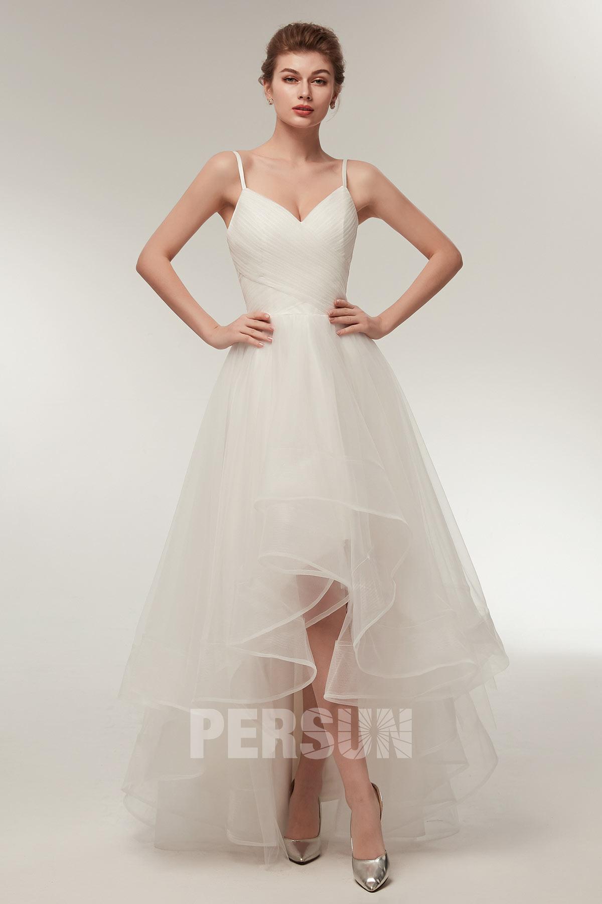 robe de mariée simple courte devant longue derrière bustier à volant bretelle fine