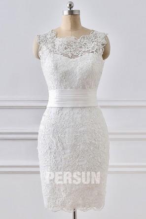 Robe de mariée courte fourreau appliqué encolure festonnée