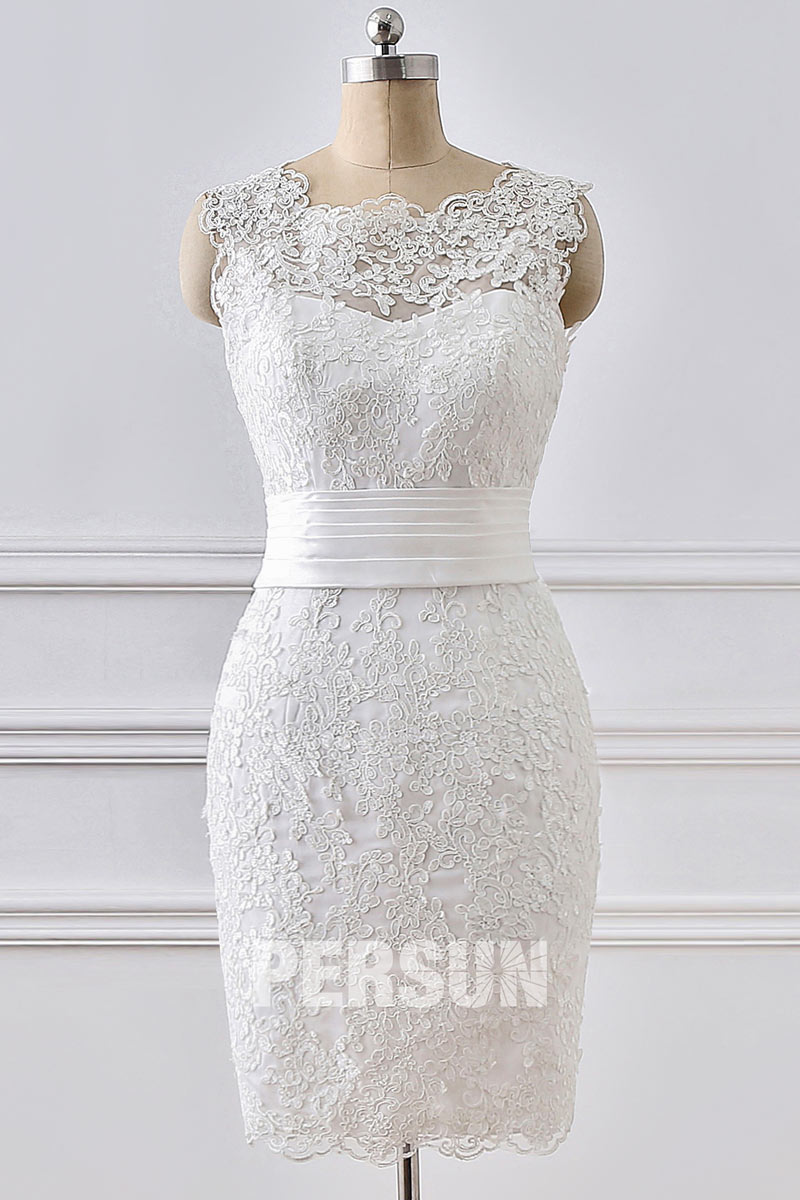 robe de mariée courte fourreau col festonné en dentelle florale ceinture drapé