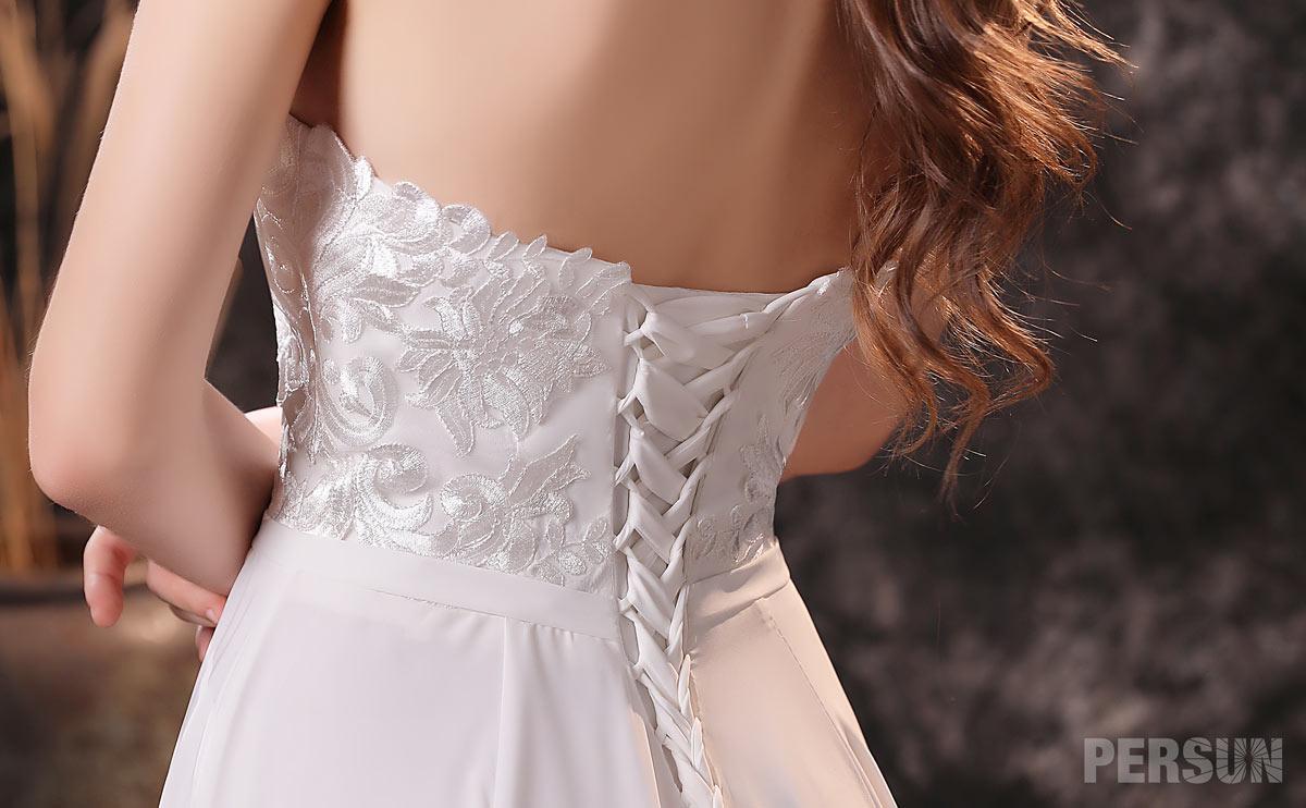 robe dos laçage blanc