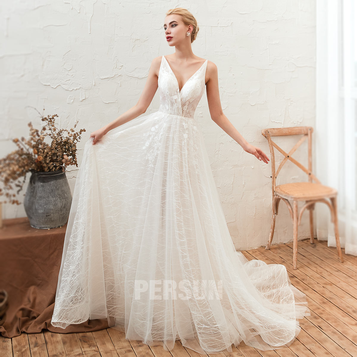 robe de mariée col v cache en dentelle florale à traîne chapelle