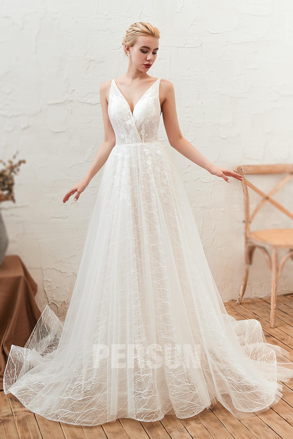 robe mariage dos nu encolure v en dentelle florale avec bretelle fine